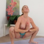jenna-covelli-naked-yoga-08